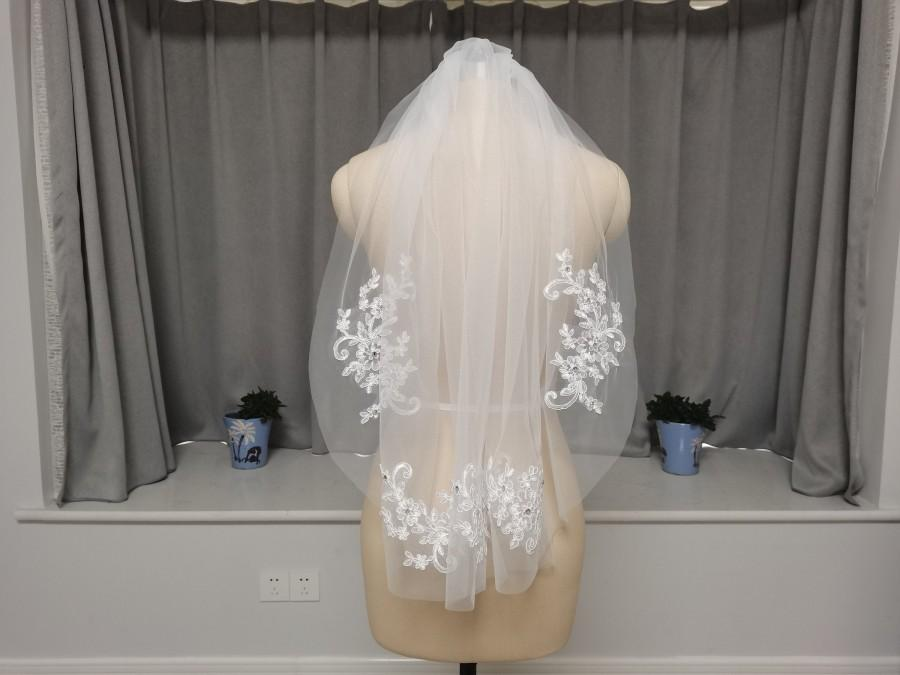Mariage - Short Wedding Veil Elbow Bridal Veil White Or Ivory One Layer Veil Lace Applique Wedding Veil