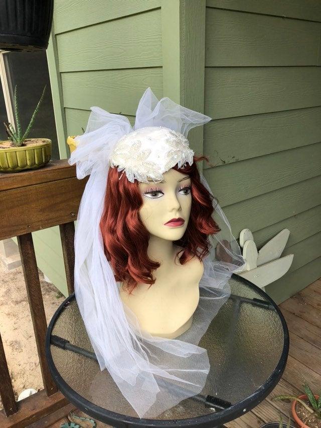 زفاف - Vintage Sequins and Tulle Bridal Cap and Double Veil Circa 1940 Candlelight White #vintageweddingveils
