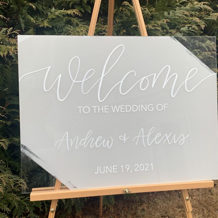 Hochzeit - Hand Lettered Acrylic Wedding Sign