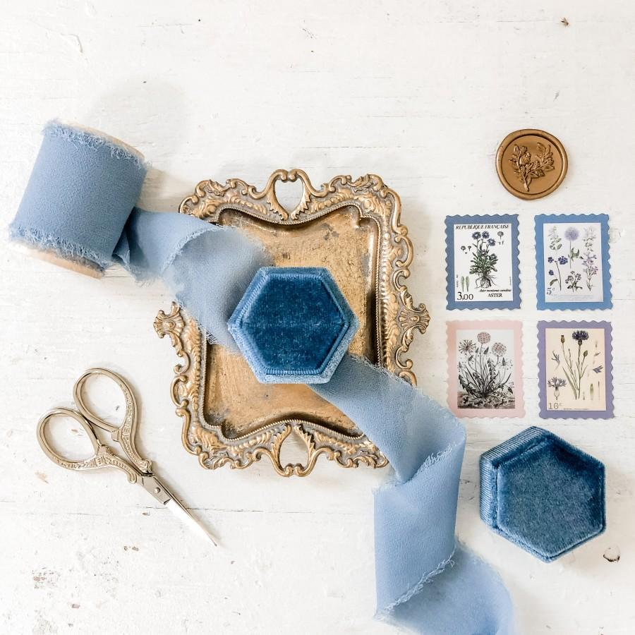 Свадьба - PICK YOUR COLOR Flat Lay Styling Kit for Photographers, velvet ring box, gold scissors, vintage stamps, silk ribbon, gold trinket dish