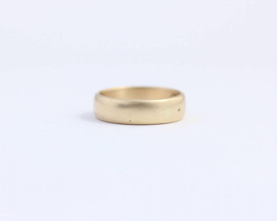 زفاف - Mens or Womens Rounded Wedding Band in Ethical Matte Gold 14ct yellow ethical gold 5mm