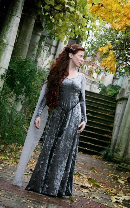 Hochzeit - Silver Elven Style - Ravenswing Dress