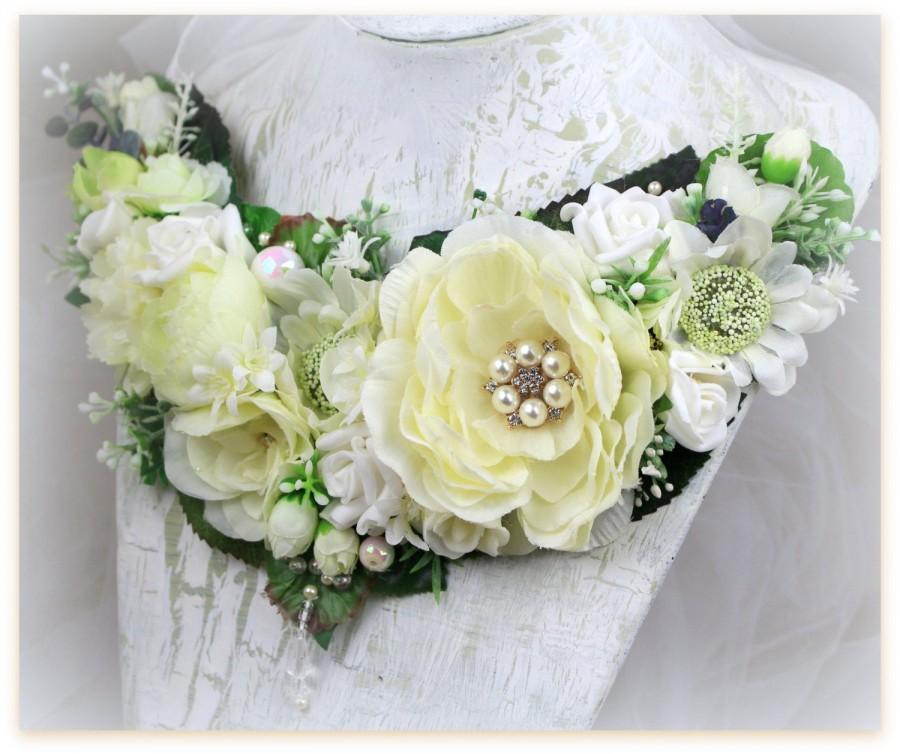 Wedding - Flower Necklace White Ivory Wedding Bridal Bib Statement Necklace White Winter Wedding White Ivory Flowers Necklace White Christmas Wedding