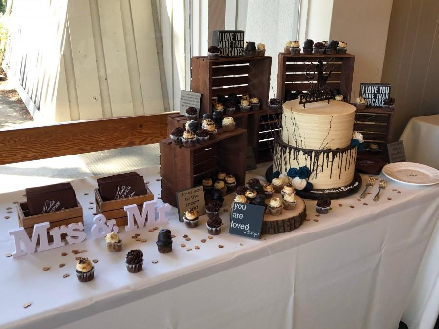 Mariage - rustic cupcake stand , wood crates 8x10/ wedding crates , cake stand / rustic wedding decor , rustic wood crates , table centerpiece