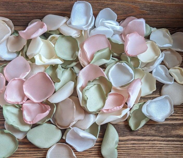 Mariage - Sage and blush wedding decor, organic wedding, greenery wedding, rustic wedding, rose petals, flower girl baskets, centerpieces, vase filler