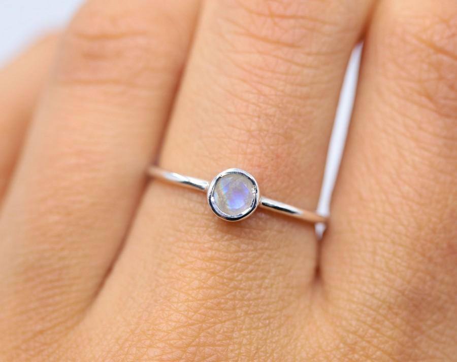 زفاف - Natural moonstone ring, dainty ring, womens ring, silver ring, moonstone jewelry, minimalist ring, delicate ring, rainbow moonstone