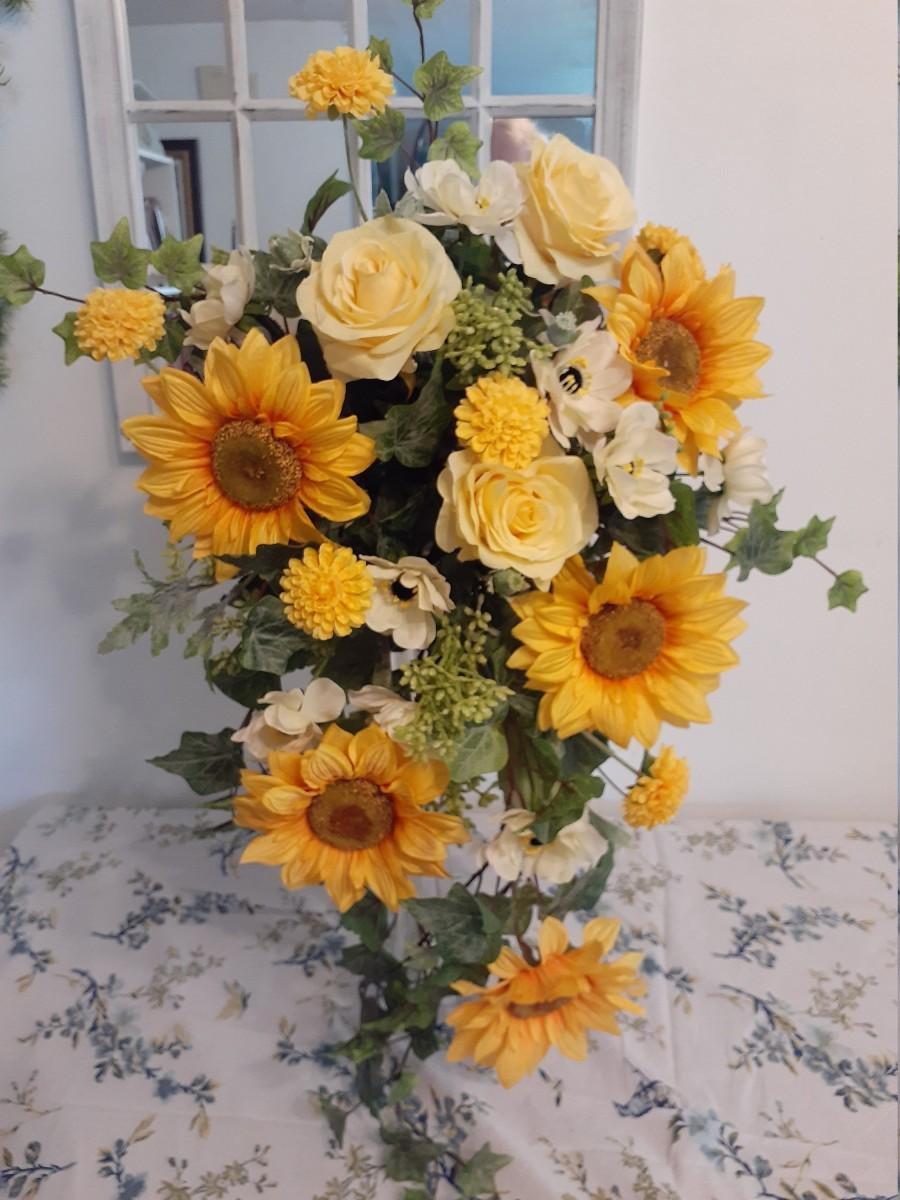 زفاف - Cascading sunflower bouquet