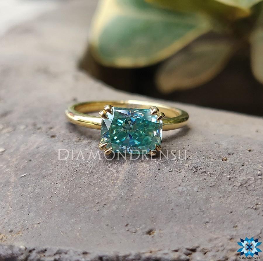زفاف - Amazing East to West Radiant Ring, Double Claw Prong Ring, 1.62 CT Green Radiant Moissanite Ring, Solitaire Engagement Ring, Wedding Ring