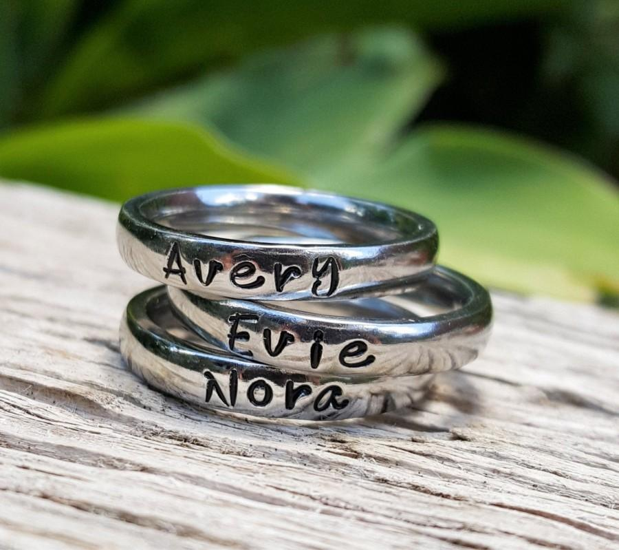 زفاف - Stacking Name Rings, Personalized Ring For Mom, Stackable Rings, Mothers Rings, Gift for Mom, Silver Stacking Rings, Round Front Ring
