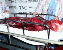 "wedding photo - Heidi Klum ""Dead Body"" Costume At 12th Annual Halloween Party"
