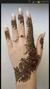 wedding photo - Wunderschöne Henna Tattoo