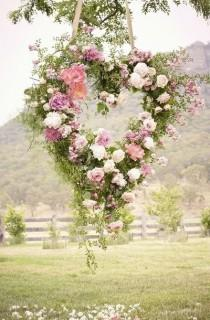 wedding photo - Heart-Shaped Wreath