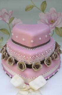 wedding photo - Vintage Style Heart Shaped Cake