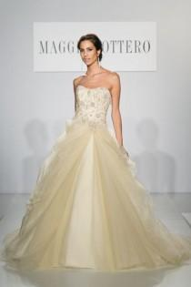 wedding photo - The Most Buzzworthy New Wedding Gowns