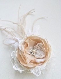 wedding photo - Champagne Bridal Fascinator, Vintage Chic Bridal Hair Accessory, Small Bridal Hair Clip, Wedding Hairpiece, Beige, Ivory, Lace Veil Feathers