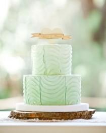wedding photo - A كعكة الزفاف النعناع الأخضر مع أي توبر خشبية