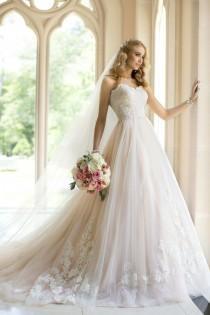 wedding photo - Mariée avec des robes de mariage Sass