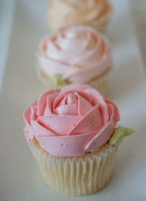 wedding photo - The perfect snack on the wedding- cute cupcakes