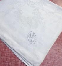 wedding photo - Motif White Rose guirlandes de fleurs et H initiale - damassé de monogramme de cru serviette en lin