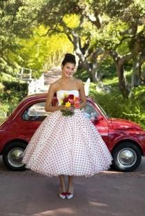 wedding photo - Pois rouges de robe de mariage de 50