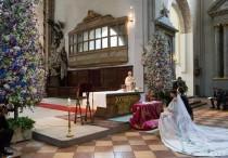 wedding photo - Erstaunlich Blumen im Inneren der Kirche