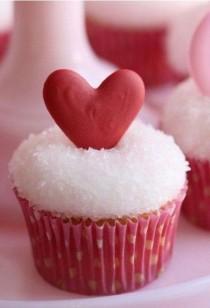 wedding photo - Coeur rouge de mariage Cupcakes