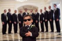 wedding photo - Cutest Ring Bearer Foto Idea Ever!