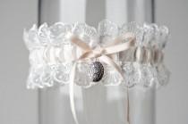 """wedding photo - Свадебная Подвязка Медальон Из Слоновой Кости """"Дженис"""""""