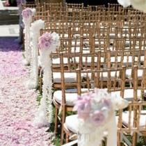 wedding photo - أكاليل على الممر