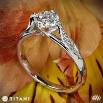 wedding photo - Platinum Ritani moderne Tulip bague de fiançailles