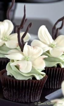 wedding photo - Rustic Dogwood Cupcakes