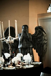 wedding photo - Phantom rencontre Halloween dans ce mariage de mascarade DIY en Floride