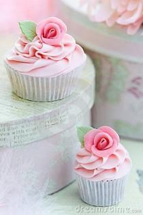 wedding photo - Pretty Rose Cupcakes