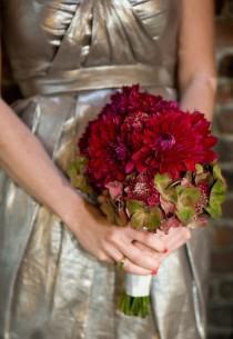 wedding photo - اللباس وصيفه الشرف الذهب والزهور