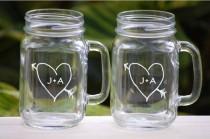 wedding photo - Grillage Lunettes - Lunettes gravé Mason Jar - mariage de grange rustique Décoration - cadeau de mariage personnalisé - Douche c