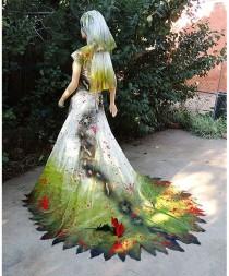 wedding photo - Couture Zombie Bride Incrusté avec les insectes, le sang et terre de cimetière