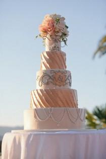 wedding photo - Superbe gâteau de mariage et de petit gâteau Idées