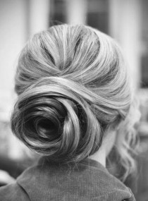 wedding photo - Rose shaped updo