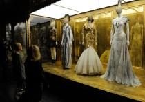 wedding photo - La exposición 'Savage Beauty' de Alexander McQueen aterriza en Londres