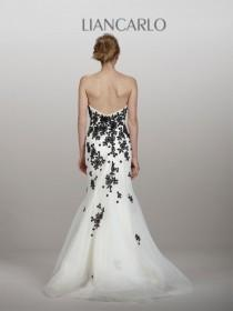 wedding photo - Backless Wedding Gowns