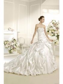 wedding photo - Ball Gown Strapless Ruffles Handmade Flower Satin Wedding Dress