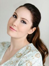 wedding photo - Winged Eyeliner Makeup Tutorial