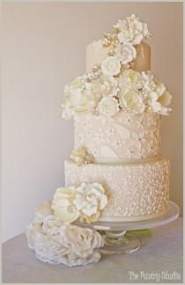 wedding photo - Blanc et or mariage Gâteaux