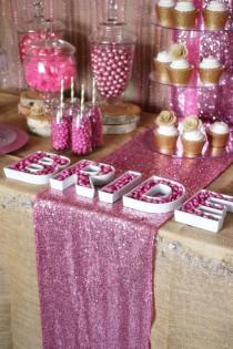 wedding photo - Alerta de tendencia: Rustic Glam Pink & Gold Postre Tabla