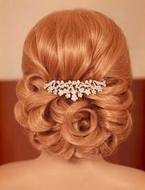 wedding photo - Les cheveux d'une demoiselle d'honneur