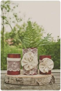 wedding photo - 3 de la vendimia del cordón de Tin Can jarrones. Marfil / crema / rojo. Pieza central de la boda. Centro de mesa de Navidad