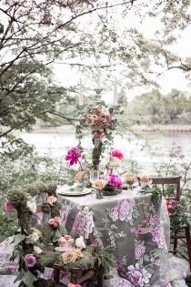 wedding photo - Floral-Filled Woodland La inspiración de la boda