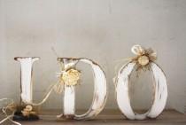 wedding photo - HAGO Solid madera rústica lamentable del boda Cartas Mano Cuted, pintado a mano y decorado con adornos florales naturales