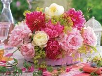 """wedding photo - Du rose pour une décoration de mariage en douceur """" Mariage.com - Robes, Déco, Inspirations, Témoignages, Prestataires 100% Mariage"""