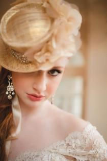 wedding photo - Modern Elegance with a Dash of Gold Wedding Inspiration - Belle the Magazine . The Wedding Blog For The Sophisticated Bride